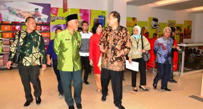persemian Transmart Padang, Jumat (19/5). (der)