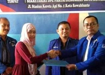 Susi Muhardini mendaftar sebagai balonkada ke Partai Demokrat Kota Sawahlunto. (tumpak)