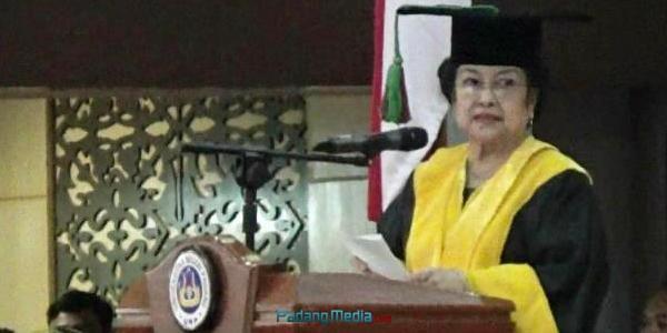 Presiden RI ke 5 Megawati Soekarno Putri (dio)