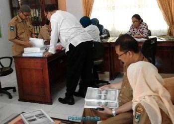 Tim Verifikasi Kota Sehat Kemenkes RI di sekretariat Fortasih Sawahlunto. (tumpak)