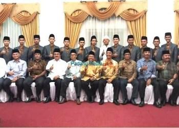 Bupati Pasaman foto bersama dengan kafilah dan official. (riki)