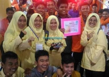 Siswa-siswi MAN Kauman Padangpanjang memperoleh juara dalam lomba robotic. (foto: humas)