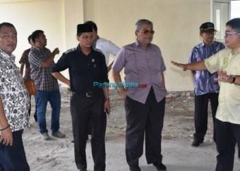 Kunjungan kerja Komisi IV DPRD Sumbar ke sejumlah proyek pemerintah provinsi, Jumat (5/1). (febry)