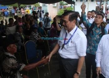 Menko Kemaritiman Luhut Binsar Panjaitan saat berada di Kab.Kepuluan Mentawai, Rabu (7/2). (ers)