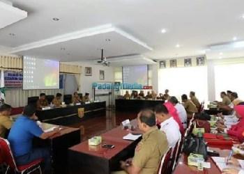 rakor tim pembina Usaha Kesehatan Sekolah (TP-UKS) tingkat Kabupaten Agam tahun 2018, Senin (5/2) di aula Kantor Bupati Agam. (fajar)