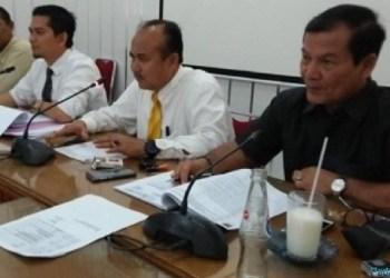 Wakil Ketua DPRD Padang Wahyu Iramana Putra bersama sejumlah anggota Komisi IV. (baim)
