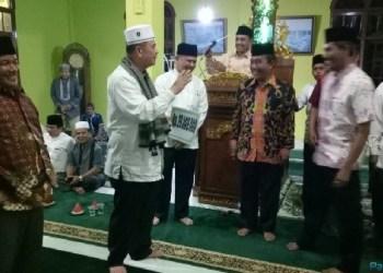 Wagub Sumbar Nasrul Abit saat melakukan safari ramadhan di Pangkalan. (foto: humas)