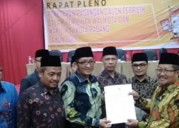 Rapat pleno penetapan paslon terpilih pilkada Kota Padang, Rabu (25/7). (ist)
