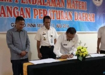 Penandatanganan kerja sama antara DPRD Kab.Agam dengan Kakanwil Hukum dan HAM SUmbar. (ist)