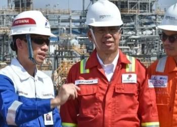 Wamen ESDM saat meninjau fasilitas kilang minyak ke Gresik, Jawa Timur, Sabtu (8/9) (Foto: Kementerian ESDM)