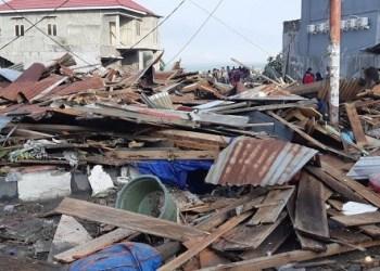 Kondisi bangunan yang rusak parah di tepi pantai Kota Palu, Sulteng. (foto: twitter sutopo)