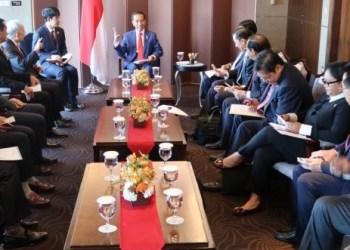 Presiden Jokowi didampingi sejumlah menteri menerima pimpinan perusahaan CJ Group Lee Jae-hyun, di Hotel Lotte, Seoul, Korsel, Senin (10/9) pagi. (Foto: setkab)