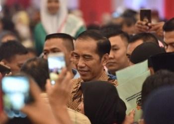 Presiden Jokowi usai menghadiri acara penyerahan sertifikat di ICE BSD, Tangsel, Banten, Rabu (26/9) siang. (Foto: Humas setkab)