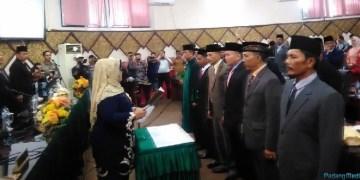Pelantikan lima anggota PAW DPRD Kota Padang. (baim)