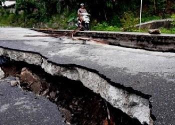 Jalan amblas di Barangin, Kota Sawahlunto. (tumpak)