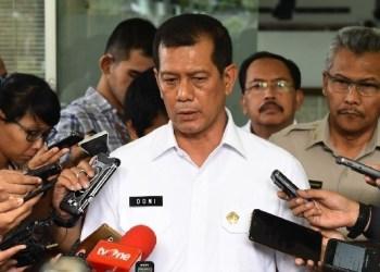 Kepala BNPB Letjen TNI Doni Monardo menjawab wartawai usai mengikuti rapat terbatas, di Kantor Presiden, Jakarta, Senin (14/1) sore. (Foto: Humas)