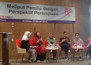 Diskusi 'Meliput Pemilu dengan Perspeketif Perempuan' yang digelar FJPI dalam momen HPN 2019 di Surabaya. (foto: ist)