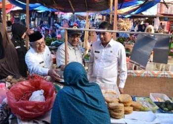 Wako dan Wawako Sawahlunto meninjau Pasar Sawahlunto beberapa waktu lalu. (tumpak)