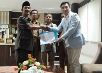 Bupati Pasaman Yusuf menerima kedatangan investor dari Korea. (riki)