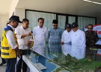 Presiden Jokowi saat mengunjungi KEK Mandalika, di Kab. Lombok Tengah, NTB, Jumat (17/5) siang. (Foto: Humas)
