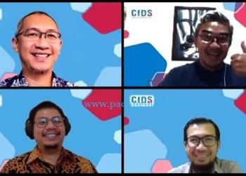 Para pembicara (baris 1 ki-ka) Tony Seno Hartono (CfDS), Muhammad Farhan (DPR RI), (baris 2 ki-ka) Genesha Nara Saputra (GoPay), Hendri Sasmita Yuda (Kemkominfo)