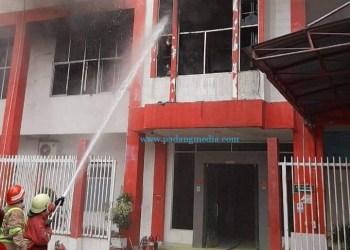 Musibah kebakaran gedung Telkom STO Pekanbaru Centrum, Selasa (11/8/2020) sore. (ist)
