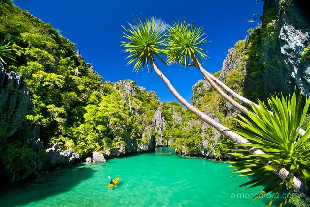 Kayaking in Small Lagoon, Miniloc Islands, Bacuit Bay, El Nido, Palawan