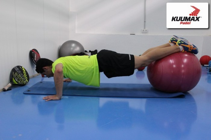 Flexión-y-abdominal-con-fitball-1