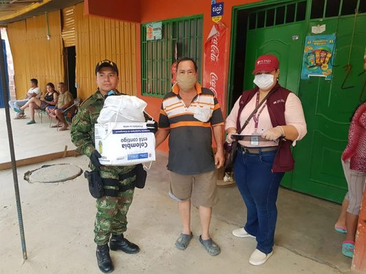 In Colombia, PADF is working with local and national authorities, including the Army, to deliver food kits to vulnerable communities during the COVID-19 pandemic.
