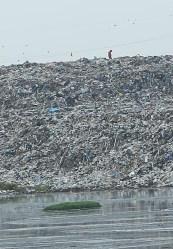People on Trash Distant (4)