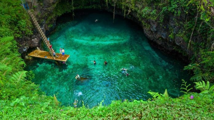 agua cristalina piscina