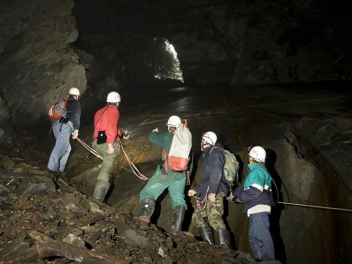 cueva del rey arturo en gales