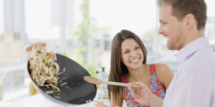 beneficios de cocinar en pareja