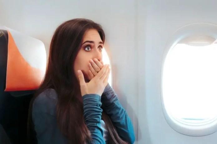 como evitar las nauseas durante un vuelo de avion