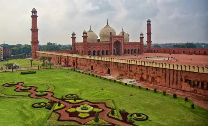 mezquitas mas importantes de pakistan