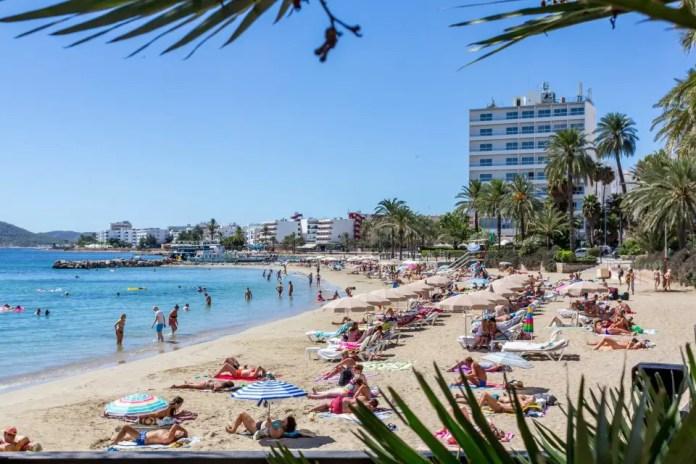 playas populares ibiza