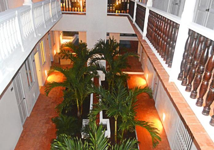 Bartender voluntario en hostal Cartagena