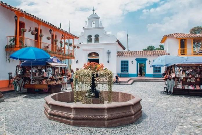 Lugares Turísticos de Medellín: Pueblito Paisa