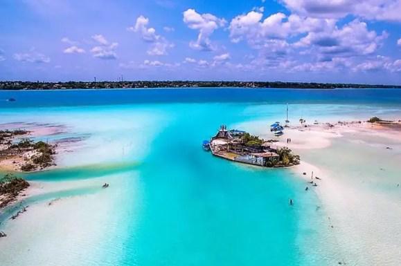 Laguna de 7 colores en la Riviera Maya