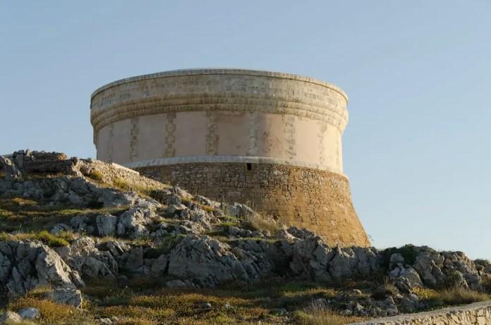 Qué ver y qué hacer en fornells, visitar la Torre de Fornells