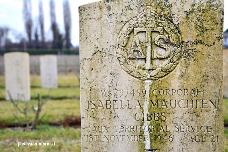 Padua War Cemetery - dettaglio lapide Isabella ©Roberta Zago - padovaedintorni.it