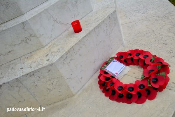 Padua War Cemetery - dettaglio monumento ©RobertaZago - padovaedintorni.it
