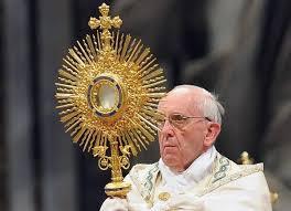 Papież na Boże Ciało: Krew Chrystusa łączy się z krwią współczesnych męczenników
