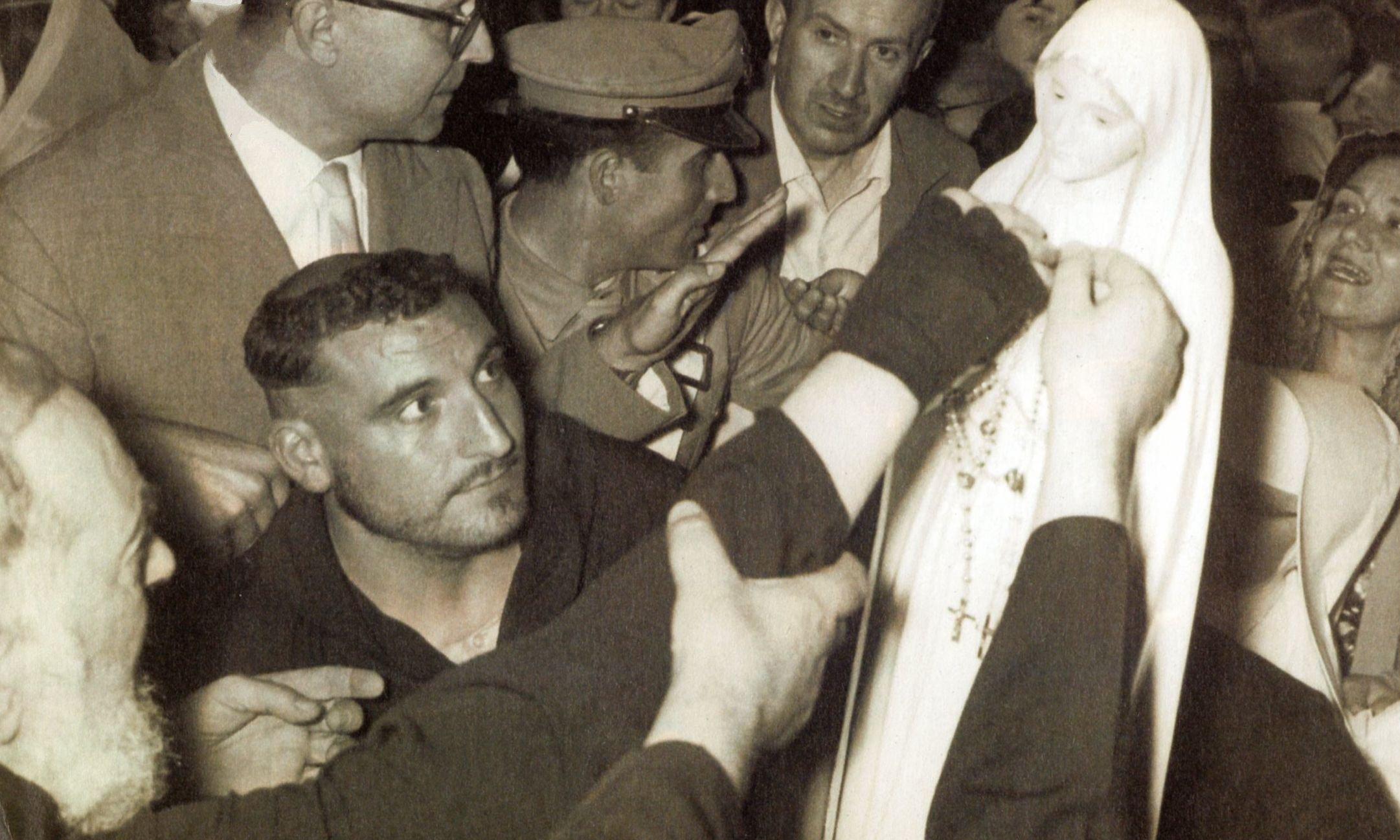 Tra la Madonna di Fatima e San Pio