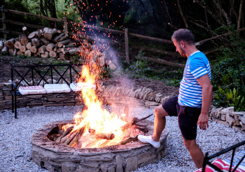Padstow-creek-holiday-accommodation-cornwall-luxury-glamping-firepit-at-night-11