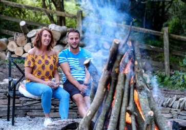Padstow-creek-holiday-accommodation-cornwall-luxury-glamping-firepit-at-night-2