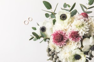 Autumn bridal bouquet and rings