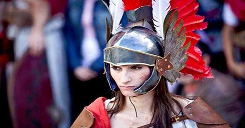Женщина-гладиатор
