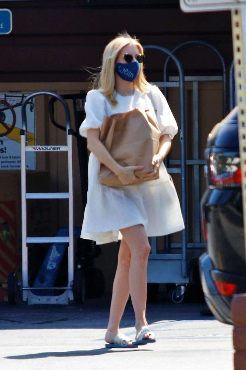 Emma Roberts Latest Pictures In Los Angeles