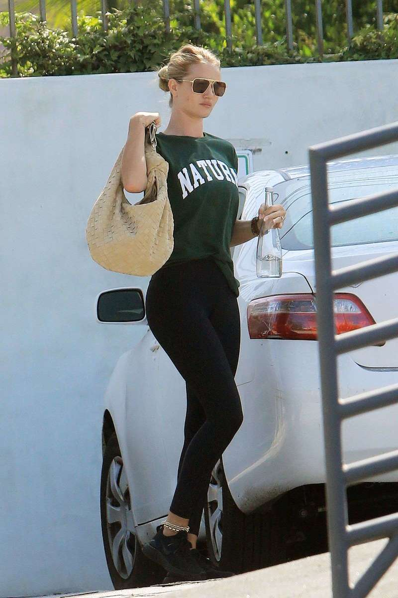 Rosie Huntington Latest Pics At gym in Los Angeles